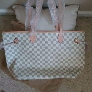 Louis Vuitton neverfull pm bag